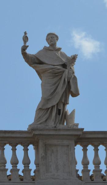 Posąg św. Jacka na placu św. Piotra w Rzymie, źródło: www.rzym.msz.gov.pl